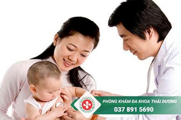 Điều trị viêm phổi ở trẻ sơ sinh tùy thuộc vào nguyên nhân gây bệnh