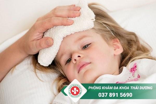 Chống chỉ định tiêm chủng hoặc tạm hoãn lịch tiêm chủng khi trẻ bị sốt