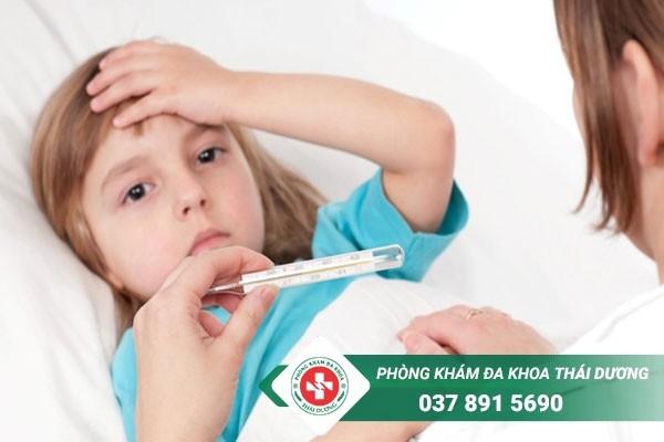 Các triệu chứng của sốt virus ở trẻ em