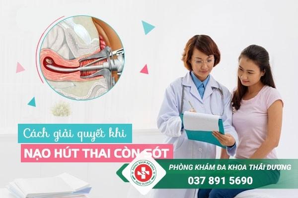 Chảy máu âm đạo kéo dài là một trong những biểu hiện nạo hút thai còn sót