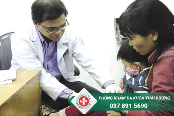 Tùy vào độ tuổi và tình trạng bệnh mà sẽ có cách chữa hẹp bao quy đầu ở trẻ khác nhau