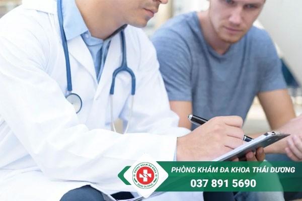 Tham khảo ý kiến bác sĩ khi dùng thuốc bôi điều trị viêm bao quy đầu