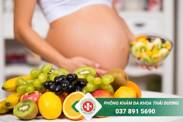 Nên xây dựng chế độ ăn uống khoa học để phòng tránh viêm đường tiết niệu ở bà bầu