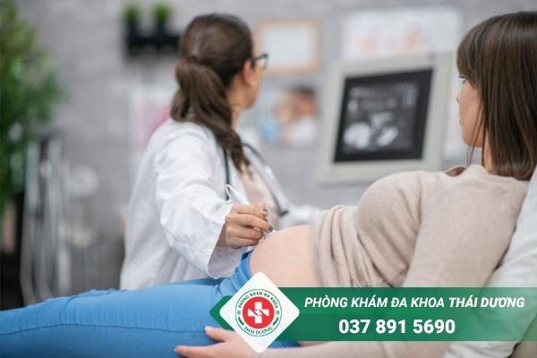 Trước khi tiến hành phá thai, thai phụ sẽ được thăm khám tổng quát